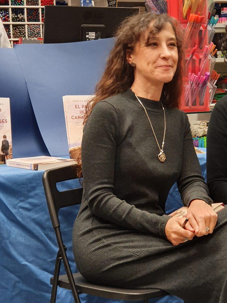 Amelia Noguera en Librería Compás